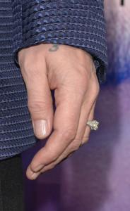 出典 http://www.popsugar.com/Johnny-Depp-Kate-Mara-Transcendence-Premiere-Photos-34560249#photo-34560296