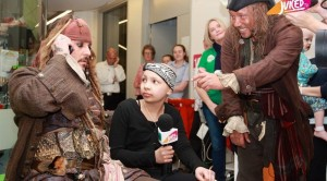 johnny-depp-makes-surprise-visit-to-childrens-hospital-in-character-1