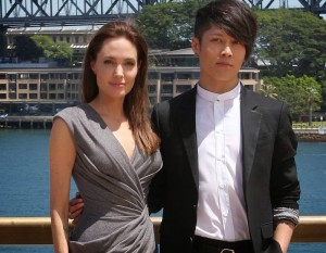 Angelina_Jolie_and_Miyavi